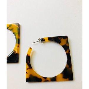 Jewelry - Squared hoop tortoiseshell acrylic earrings